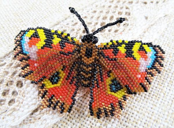 """Brosche Schmetterling """"Tagpfauenauge"""", Exklusive Brosche aus Perlen"""