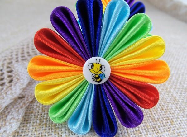 Kopfschmuck Regenbogen, Haargummi mit Blume, Kinderhaarschmuck, Kanzashi