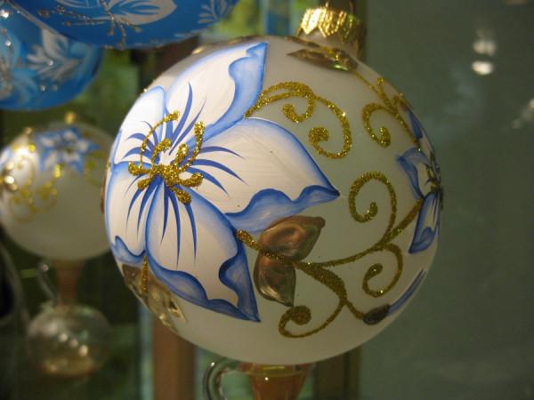 """Christbaumkugel aus Glas """"Blumenmagie"""""""