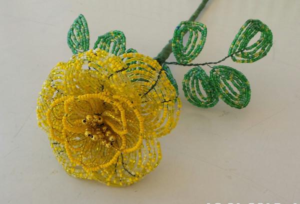 Gelbe Rose aus Perlen