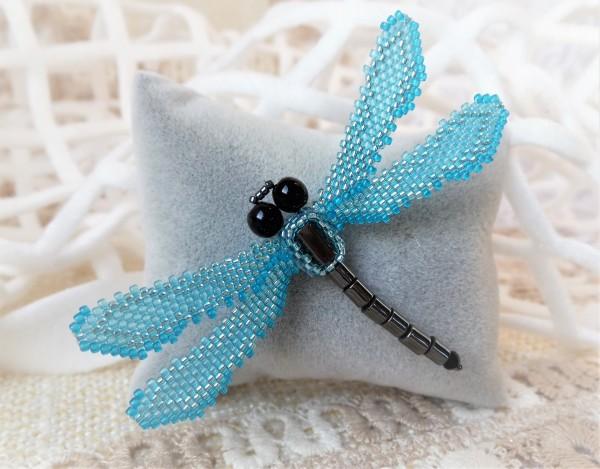 Brosche Libelle aus Glasperlen, hellblau